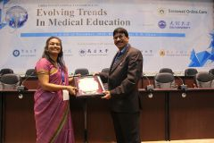 Dr. Prabhakar Gundala, Principal of Vydehi Institute of Medical Science and Research Center,  receiving a memento.JPG